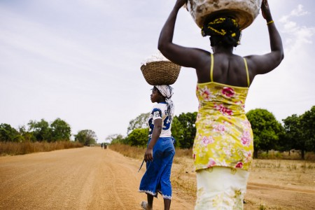Farmers carry baskets of freshly harvested cotton along a road in the village of Zorro, Burkina Faso. Photo by Ollivier Girard/ CIFOR